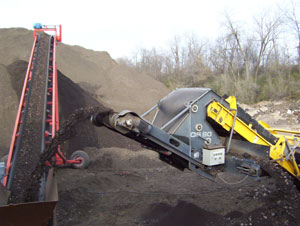 Rubble Master asphalt conveyor